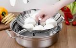 """建議每個家庭:鹽罐扔了吧!新式""""廚房用品""""走紅,方便又實用"""