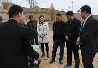 唐曉明在安定區調研春耕生產和富民產業培育等工作