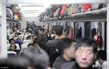 人擠人的火車你坐過嗎?哪一張照片最讓你感同身受?