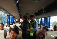 超員7人大客車 錦州高速口被抓