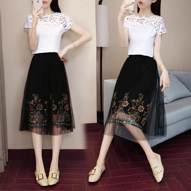建議大家,刺繡網紗連衣裙+高跟鞋,優雅又端莊,美得國色天香