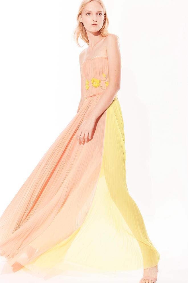 J Mendel奢華多變的皮草搭配適合春夏季節的浪漫馬卡龍色長裙
