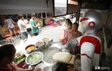 小麵館花錢買機器人削麵 每月省去人工六千元