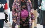 73歲李谷一樸素裝扮現身機場,網友:這才是她真實的樣子!