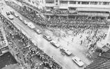 功夫巨星李小龍,葬禮現場曝光,萬人相送道路癱瘓,死因44年未解