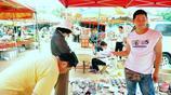 小夥轉戰各個農村大集專賣10塊錢3個陶瓷件 生意格外火爆 有時一個人都忙不過來