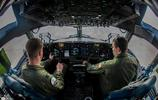 綽號為全球霸王的大型運輸機,運輸機中的戰鬥機