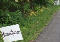 居民在詹姆斯俄亥俄州的住宅外樹立正能量標語牌