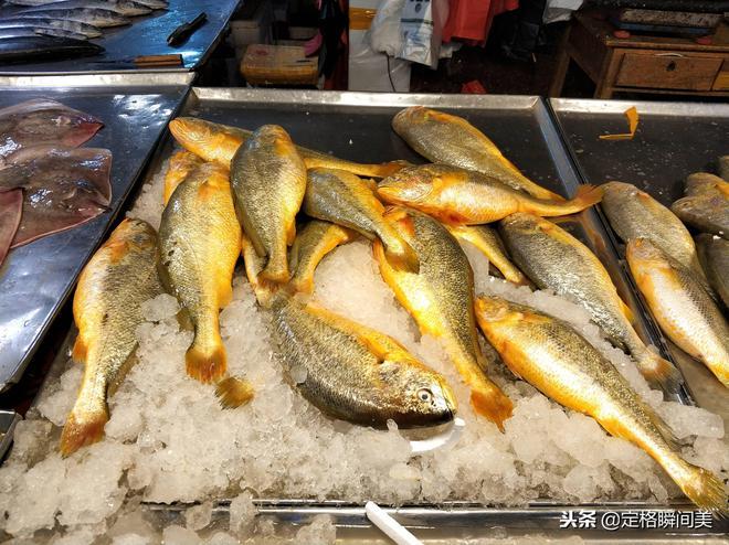 本地刀魚160元一斤 實拍青島地下海鮮廳 店家明碼標價買的放心