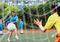 中國那麼多喜愛足球的人,科學統計確切有多少人蔘與過足球比賽的?