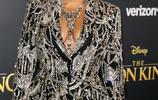 碧昂斯Beyonce出席《獅子王》首映禮,黑色西裝外套滿滿高級感