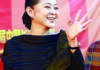 年近60歲的倪萍現狀,一生道路坎坷,她是一位偉大的母親
