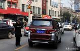 上海新型出租車個頭跟SUV一樣大,可以坐6名乘客,安全舒適度更高