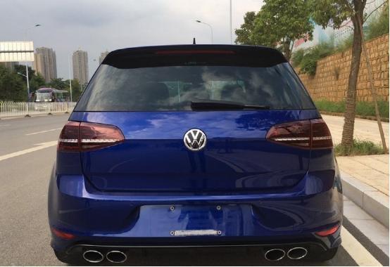 小夥花幾十萬買輛高爾夫汽車,老爸很嫌棄,以為最多值8萬!