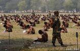 實拍:印度人的真實生活,窮人連飯都吃不上,當官的卻肥得流油