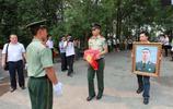 實拍:為救拍照遇險群眾犧牲的戰士葬禮,入伍不到一年,千人送別