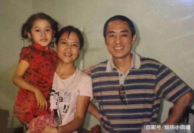 珍貴老照片:關曉彤小時候和張藝謀搭肩,靳東你能認出來嗎?