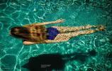 維密超模琳賽・艾林森的泳裝展示