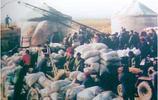 老照片:30年前農村交公糧的真實場面!你還記得嗎?