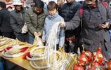 農村5旬大哥四輩祖傳皮鞭手藝,感嘆:不僅是手藝,更是傳統情懷