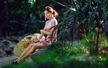 公園裡陽光下的美麗民族姑娘旗袍美(多圖)
