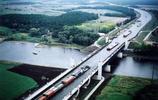 """世界上最有趣的橋樑,有的""""建反了"""",有的特意給司機增加難度"""