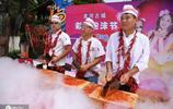 以毒攻毒!湖南舉辦辣椒節,遊客在辣椒池裡奔跑,大喊真爽