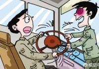 搶公交車司機方向盤,女子被取消上海落戶資格, 你怎麼看?