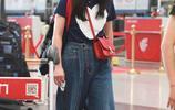 """""""晴兒""""王豔亮相機場,穿闊腿褲配T恤,45歲嫩成小公主"""