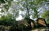 河南一深山有個千年古村,石頭房屋26間,土坯房屋90間,有石頭巷古廟古祠堂古戲樓