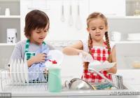 愛做家務的孩子很難不優秀,因為他們有挽起袖子開乾的心態