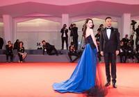 戚薇亮相威尼斯電影節紅毯 藍寶石閃耀威尼斯