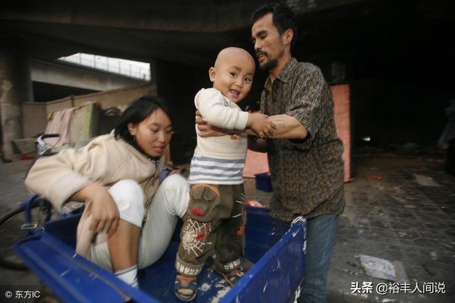 男子娶小自己20歲的女子,生下兒子後卻悲劇了,翻垃圾桶才能加菜
