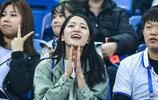 中超第五輪天津泰達與天津天海的比賽中,許多美女球迷前來助陣