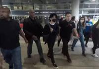 易烊千璽落地洛杉磯機場引轟動,粉絲:大佬已經是super star!