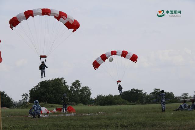 嗨,跳傘吧,空降兵