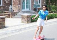 田亮晒兒子女兒近照,三個人一起玩滑板場面好溫馨
