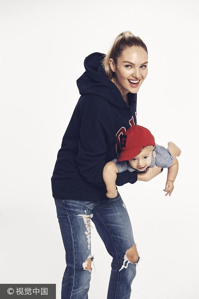 """麗芙·泰勒拍寫真與女兒玩""""舉高高"""" 可可·羅恰與萌娃上演""""親親秀"""""""