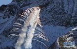 瑞士空軍在阿爾卑斯山區進行訓練表演