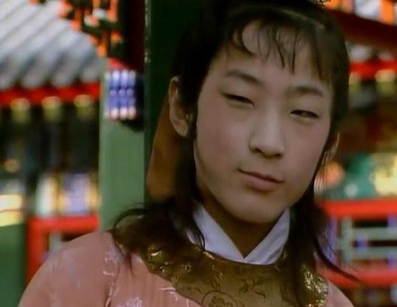 紅樓夢:罵賈環,坑賈探春的趙姨娘為何對這個人表現最溫情一面?