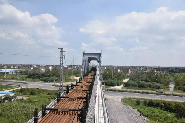 昨天,海門和啟東迎來首輛列車!這條鐵路快通車啦!