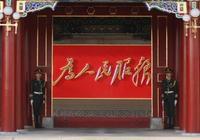 大慶5區1高新區4縣的政府大樓——肇州毛主席雕塑,杜蒙異國情調