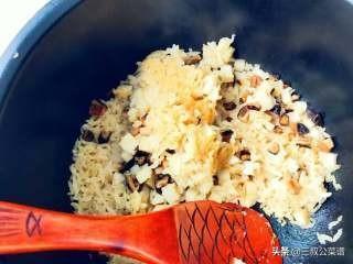 芋頭香菇炊飯-飄過來的香味薰得肚子咕嘰咕嘰,妥妥吃掉好幾碗!