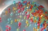 海洋寶寶泡大放進鐵鍋上,隨後出現了有趣的畫面