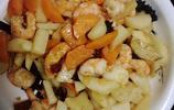 青島老岳父做的美食,木瓜蒸海蔘驚豔了所有人,然而這道美味卻沒有女婿的份,女婿怎麼才能吃到這一道美食呢
