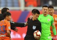 魯能被黑並遭中超裁判圈集體抵制,中國足球裁判這種行為反映出什麼問題?