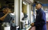 奧巴馬女兒做收銀員