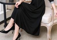 """美得難以置信的""""赫本黑""""冬裙,36-56歲穿,保暖不失女人味"""