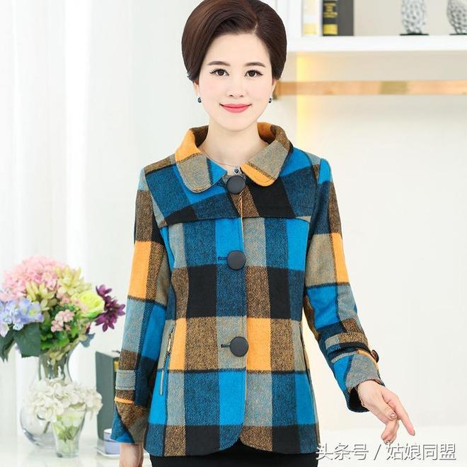 一直很貴的媽媽外套終於降價了,真的太顯年輕了,出門兒倍有面子
