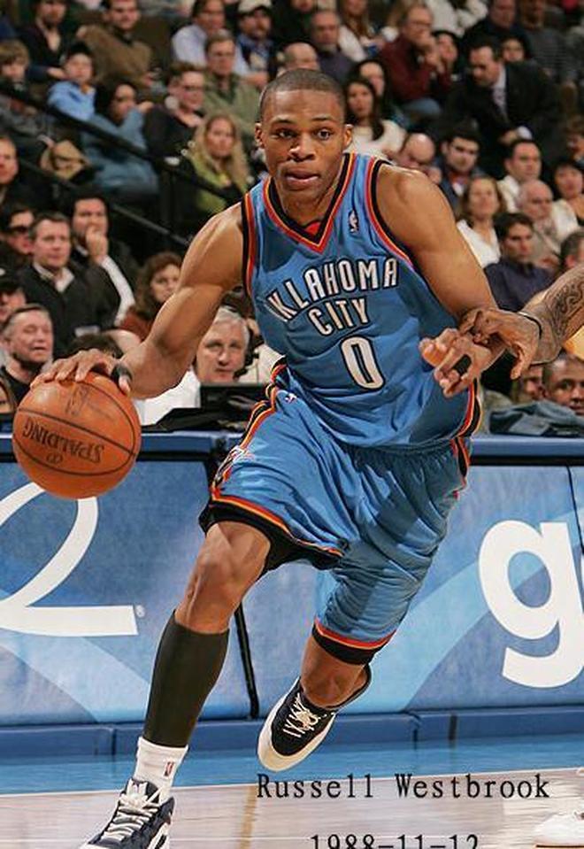 拉塞爾·威斯布魯克,出生於美國加利福尼亞州長灘,美國職業籃球運動員,司職控球后衛隊